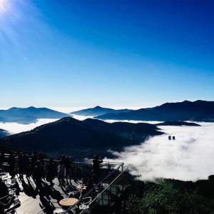 星野リゾート トマムの雲海テラス。雲海が目の前に広がる景色はまさに天空の絶景