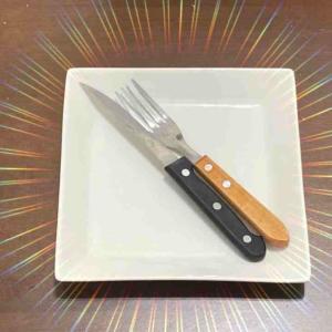 フレンチの食後、ナイフとフォークは揃えて『お皿の中心』に!【フランスの食事マナー】