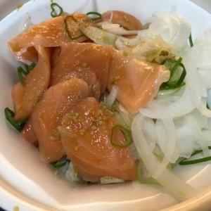 すき家のオニオンサーモン丼