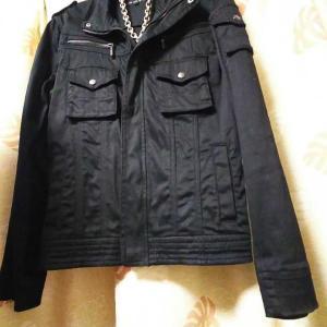 黒のライダースジャケット