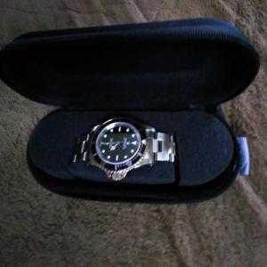 安心で便利な時計ケース。