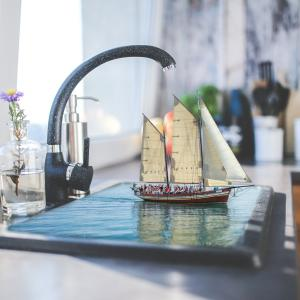 【一人暮らし】狭いキッチンの収納DIY!調理器具&食器の整理整頓術を伝授!