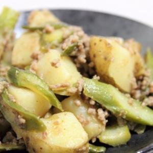 【レシピ】マヨで簡単味つけ! アスパラとじゃがいも、豚ひき肉のにんにくマヨ炒め
