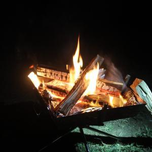 【キャンプで焚火】火を熾す、薪をくべる、炎を愛でる。焚火台のお勧めと着火方法。
