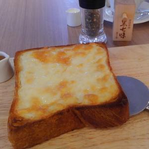 グランマーブルの「ファクトリーカフェ」チーズトーストに原了郭の黒七味が絶品でした