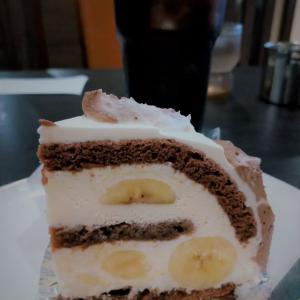 前田珈琲のスイーツメニュー「バナーヌショコラ」ケーキ