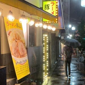 大森駅近く『ラーメン豚山』で小ぶた汁無し(ヤサイカラメ)を食う【東京】
