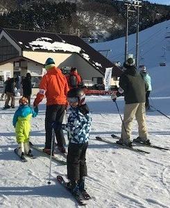 子供とスキーに行こう!子供リフト券が無料になる日