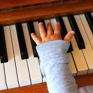 ピアノのレッスン 前の子が気になる?