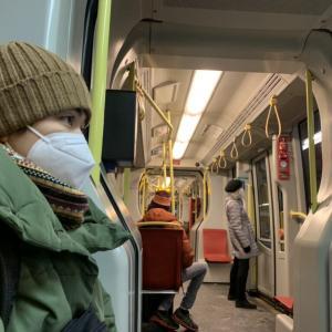 オーストリア 本日からのコロナ対策強化 FFP2マスクと他人との距離