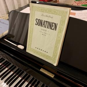 平和な子供時代の想い出 大好きなピアノのソナチネ アルバムと先生(私)の挑戦