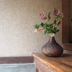 シャイなお花と備前焼