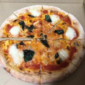ラ・スイートパスタ イオンモール新瑞橋店 のテイクアウトメニューは2種類だが1階で売っていたのでピザ2枚をそのまま購入