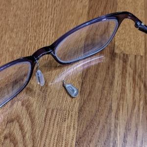 眼鏡の鼻パッドの金具部分が壊れた!けど無料で直してもらえた。