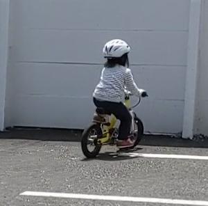 子供がどんどん成長する。自転車に乗れるように!顔も書ける!