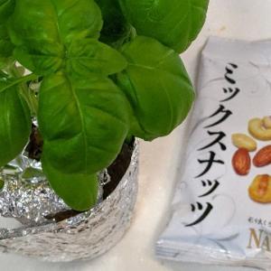 バジルソースを松の実なし・ミックスナッツで。簡単ジェノベーゼパスタ!