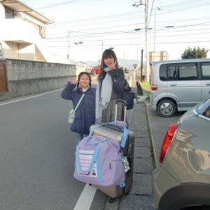妙齢の娘(母親)と可愛い孫娘が京都に出発