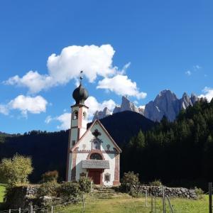 フネス谷 サンタ・マッダレーナと聖ヨハネ教会 Val Funes, Santa Maddalena