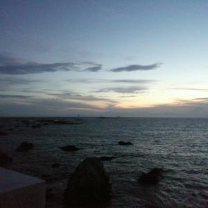 七月。夜長の海岸、葉山へ*