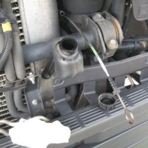 トラックのエンジンオイル不足