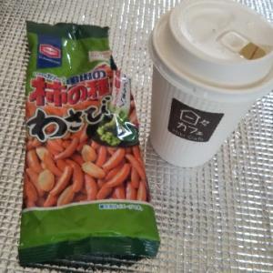 トラックドライバーのおやつ♪柿の種わさび、ホットコーヒー