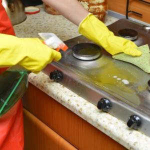 休日の朝はキッチンの油汚れを綺麗にしてポイントアップ!父ちゃんは黙ってマジックリン