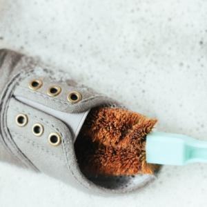 土で汚れた子供の靴を洗って綺麗にしてあげよう!洗い方と必要な道具をご紹介