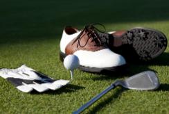ゴルフ練習場でのシューズは何が良い?