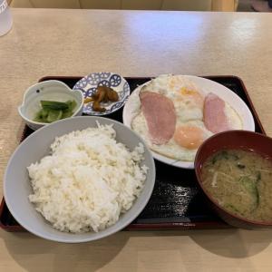 【今日の食事】サウナセンターの朝ハムエッグ定食を食べてきました