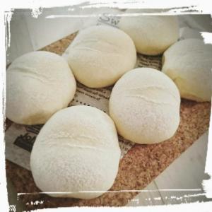 へこみ足りずな白パンさん・・・.もちもちふわふわはスキムミルクと牛乳温度が決めて!