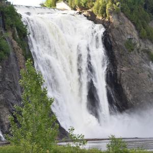 ナイアガラよりも高い滝 ケベックのモンモランシー滝は迫力とスリリング満載だった