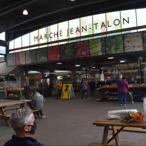 モントリオールで地元グルメに出会う旅ジャンタロン市場
