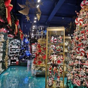 絵本の世界へ ケベックシティの観光地クリスマス専門のブティック