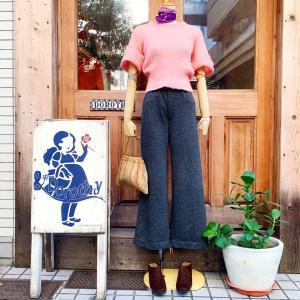 ♪ピンク半袖モヘアニット×グレーニットバギーパンツ×蜂柄スカーフ