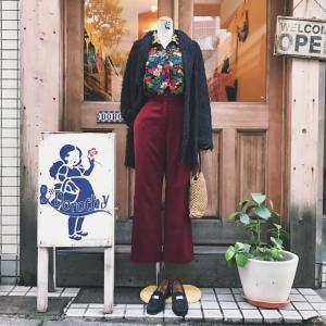♪花柄シースルーシャツブラウス×黒コットンフリンジJKT×バーガンディーパンツ