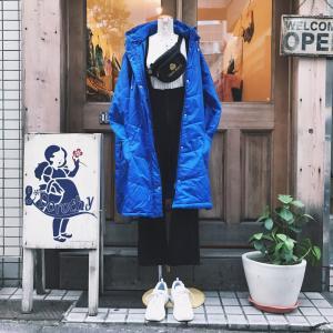 ♪白編み上げデザイン半袖ニット×ストラップつきフリースパンツ×ブルー中綿コート