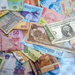 銀行の窓口で外貨預金を始めてはいけない。カモられないおすすめの方法