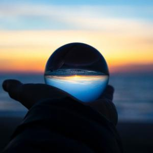 投資で稼ぐには「仮説」を立て「未来を予測」すればよい。問題は学ぶ方法
