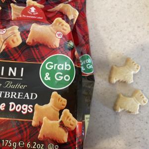 Walkersのかわいい犬と羊のクッキー
