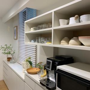 パッととれて、見た目もスッキリ♪食器棚をきれいに見せるための簡単ルール