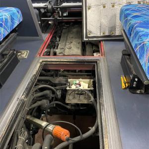 後部座席とエンジンの距離