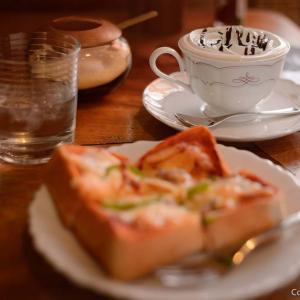 二俣尾のウォールナットは、サイフォンコーヒーが旨い、木の香るカフェ