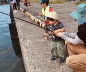 家族でサビキ釣り!福井県の小浜新港で子供たちも大喜び!