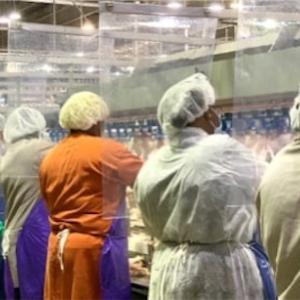 精肉工場とビーチ閉鎖