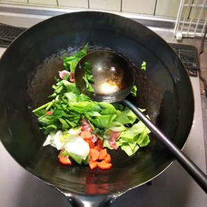 キャベツとほうれん草が沢山の 野菜炒め