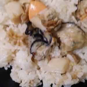 牡蛎とホタテの炊込みご飯