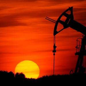 原油価格が暴落した理由をわかりやすく解説する