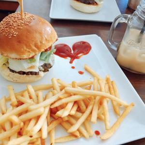 沖縄でハンバーガーを頬張りたい!地元民も絶賛「キャプテンカンガルー」
