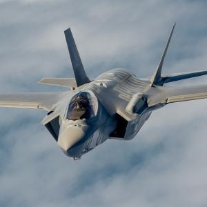 日本は新しいステルス戦闘機のプランを発表。F35の販売承認で