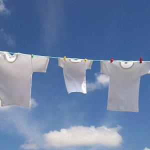 雨に濡れた洗濯物はそのまま乾かしてたたむのはOK?それともNG?